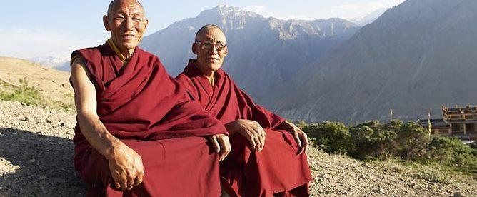 Monjes tibetanos tibetanos a quienes intentamos parecernos en nuestro retiro de meditación y silencio