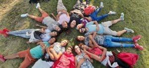 meditación con jóvenes migrantes