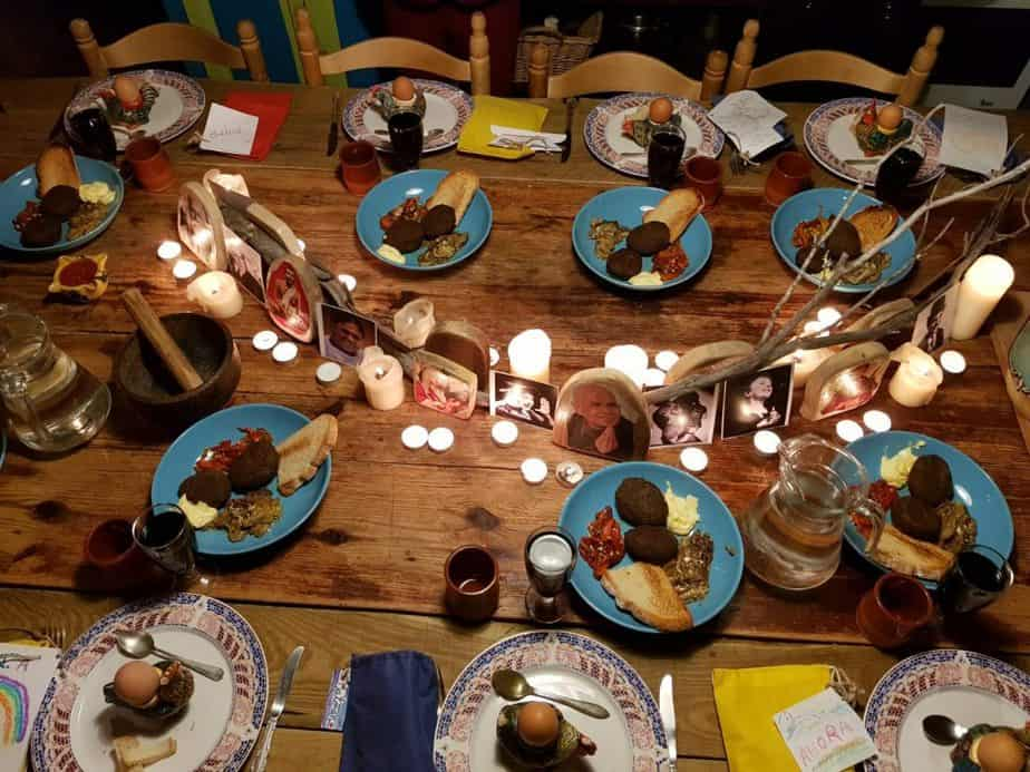 mesa del retiro con iconos de madera