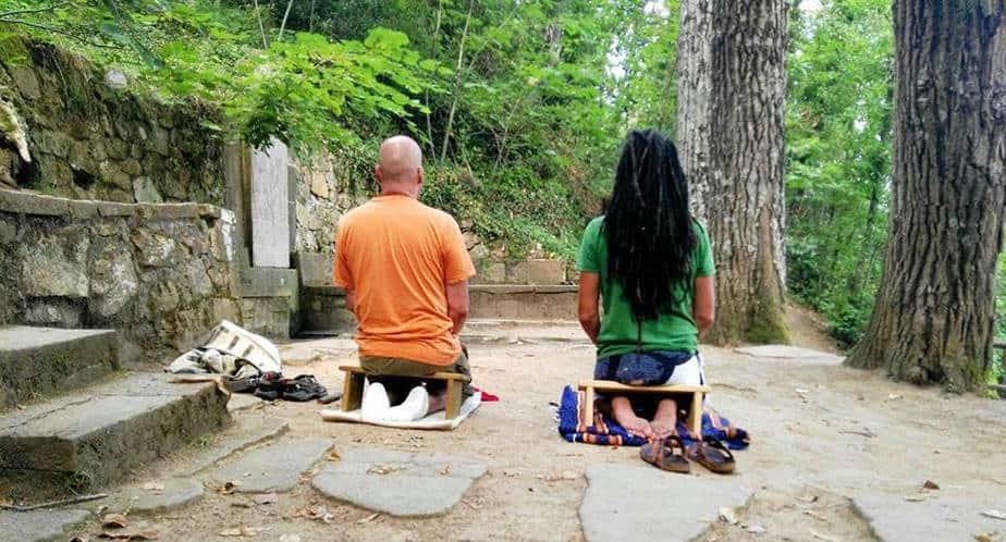 banqueta de meditación