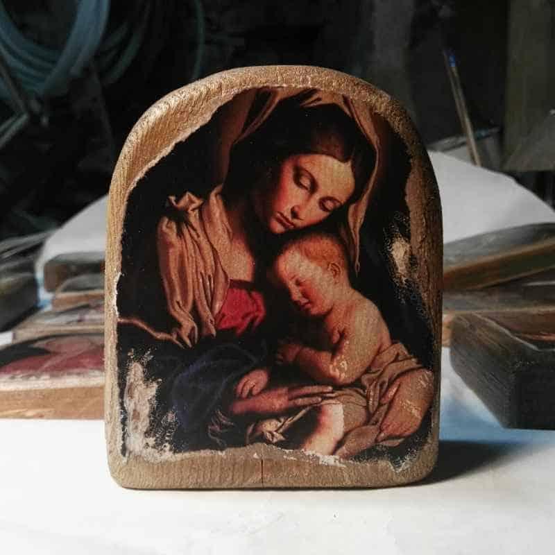 icono de madera madre con niño