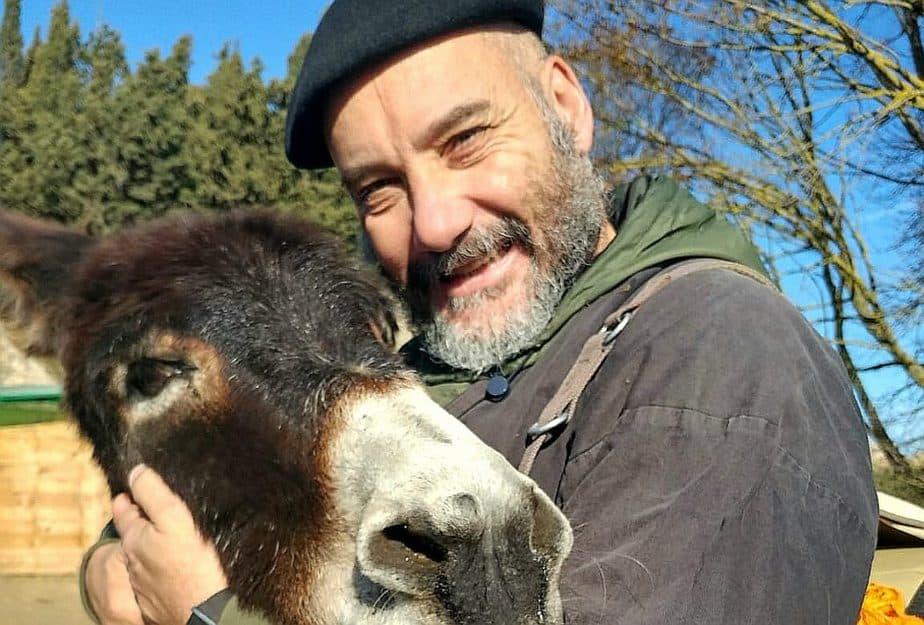 kiku mistu es el fundador y director de la escuela del arte de vivir