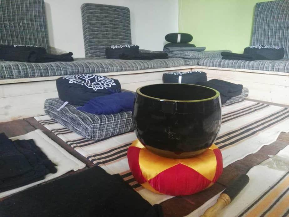 campana de meditación en la casa de retiros de la escola de l'art de viure